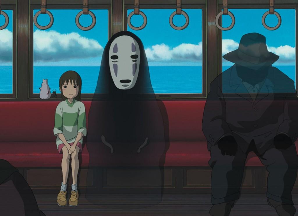 Chihiro sentada num trem ao lado de dois seres sombrios e transl�cidos