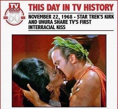 """Há 45 anos: o primeiro beijo inter-""""racial"""" da TV ocidental"""