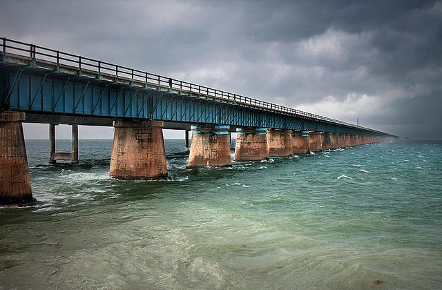 A ponte, os pilares, o passado e o futuro