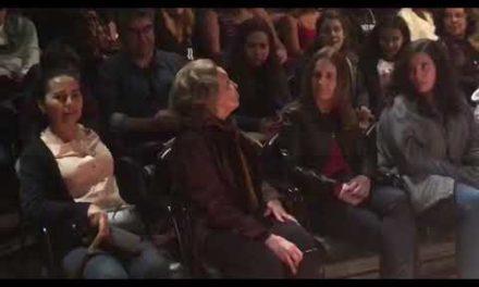 Eva Wilma declama texto na peça Antígona