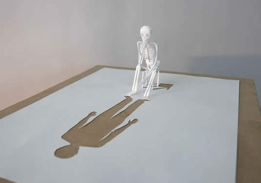 Consciência e corpo diante do espelho